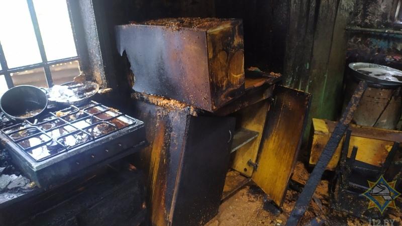 Житель Лунинца получил ожоги, пытаясь самостоятельно потушить пожар