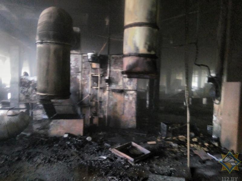 Демонтаж оборудования закончился пожаром на территории мебельной фабрики в Бресте