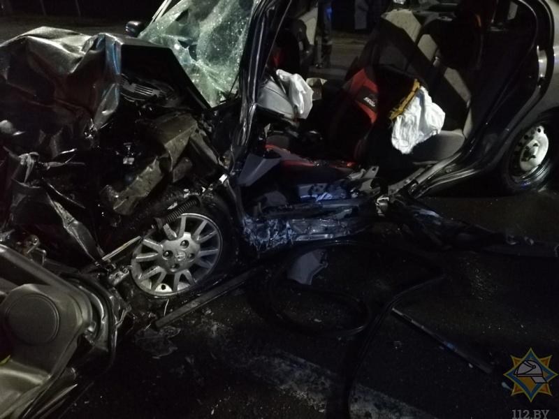 В Пинском районе столкнулись «Ниссан» и ДАФ: спасатели деблокировали водителя легковушки