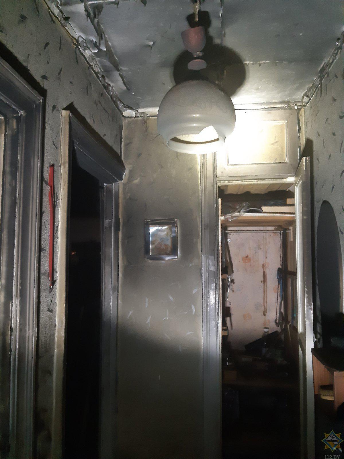 В Пинске на пожаре в квартире работники МЧС спасли мужчину