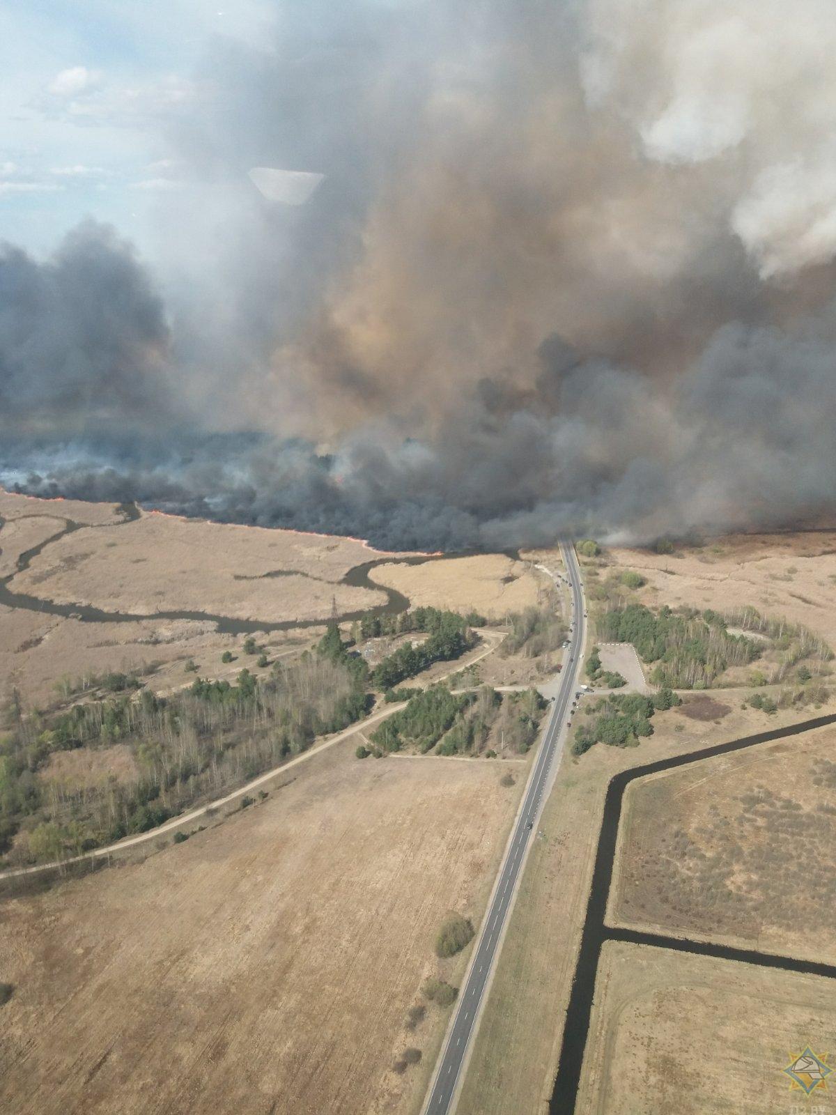 В МЧС рассказали, как справились с пожаром на территории двух районов Брестской области