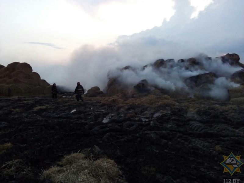 Молния подожгла 160 тонн соломы в Кобринском районе