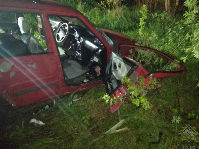В Ганцевичском районе Nissan вылетел в кювет: потребовалась помощь спасателей