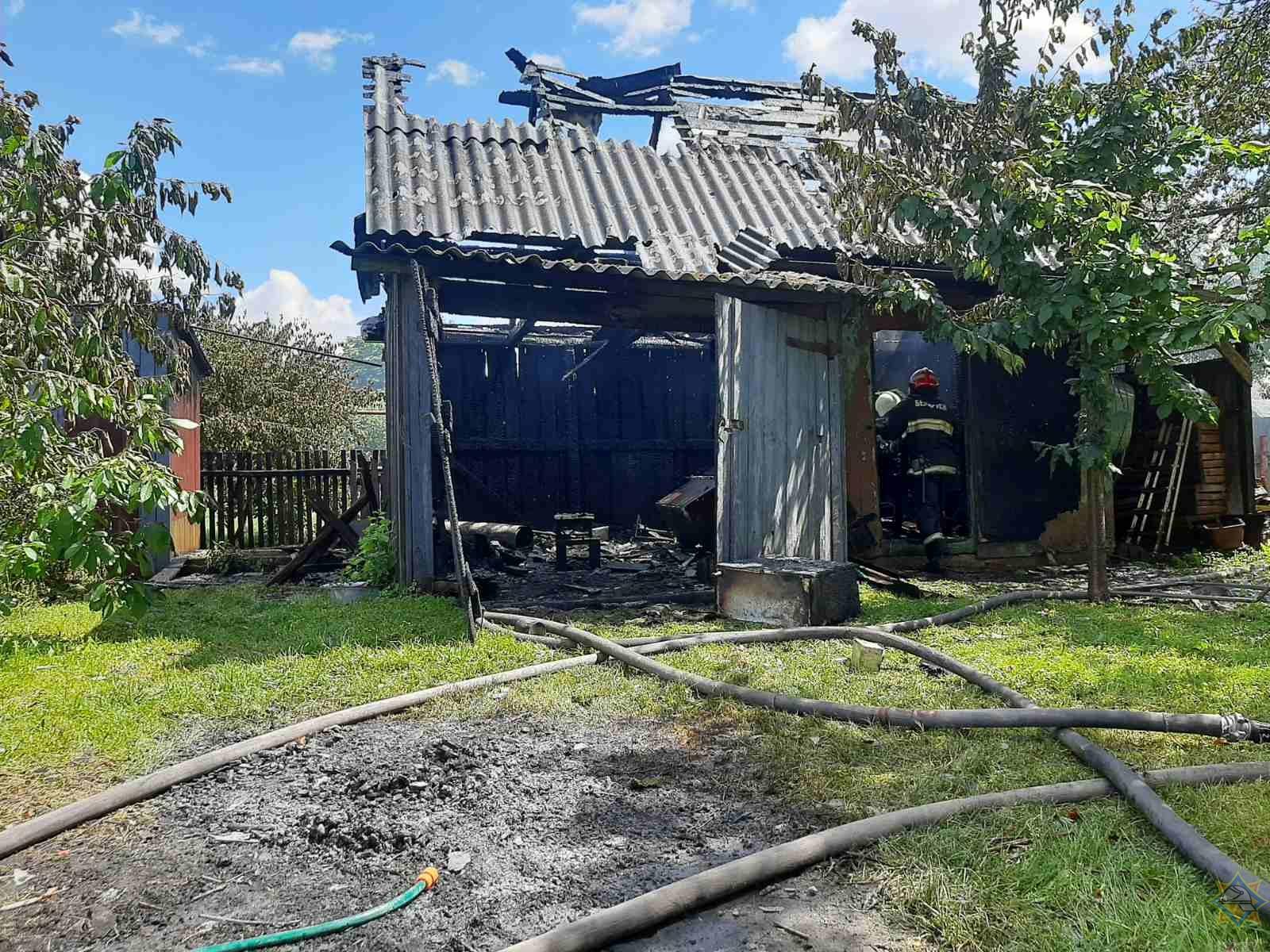 Ивацевичские спасатели ликвидировали пожар в хозпостройке