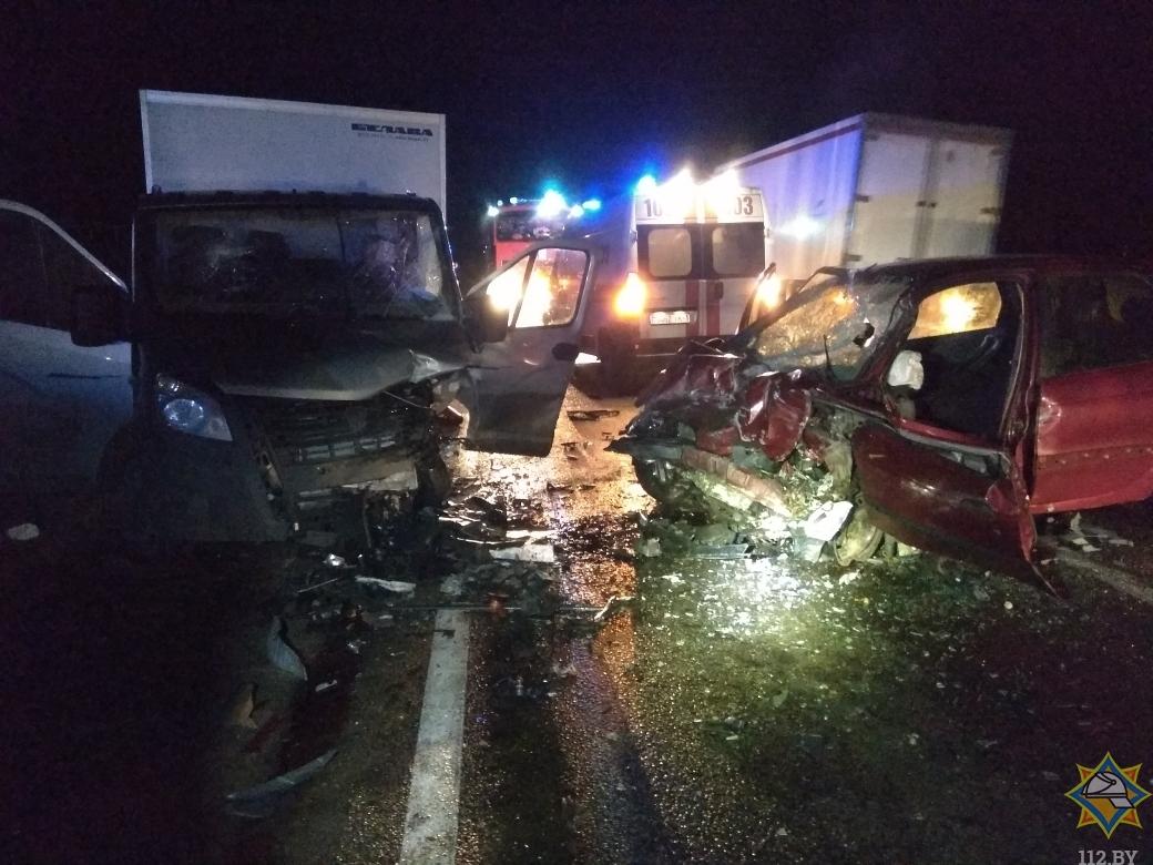 На трассе М1 работники МЧС спасли пострадавшего в ДТП водителя «Рено»