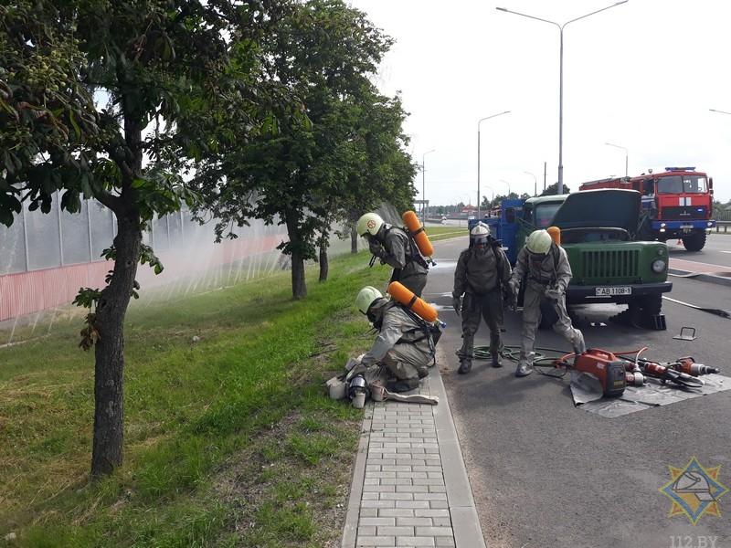 Спасатели устроили на М1 как бы ДТП и учились ликвидировать его последствия